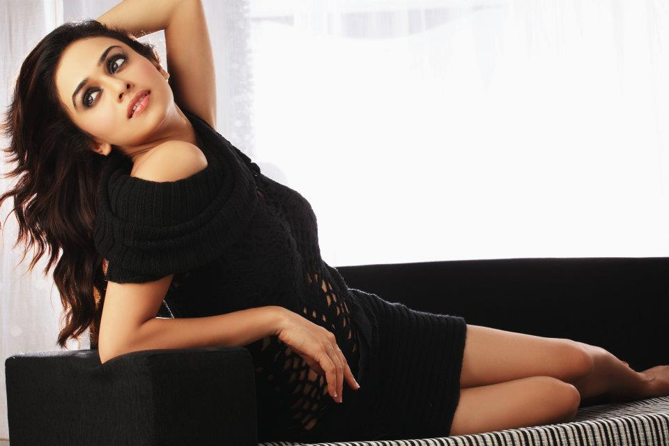 images of amruta khanvilkar7