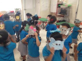Los niños representaron cuento de los animales del zoológico.