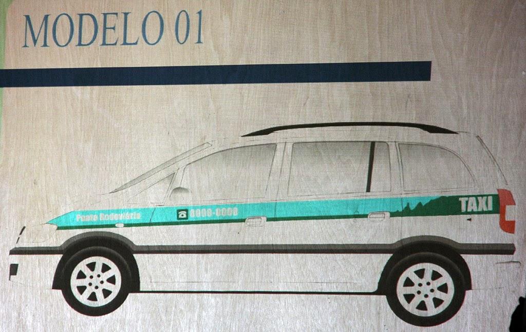 Um dos modelos de identificação dos veículos apresentados aos taxistas pela Secretaria de Segurança