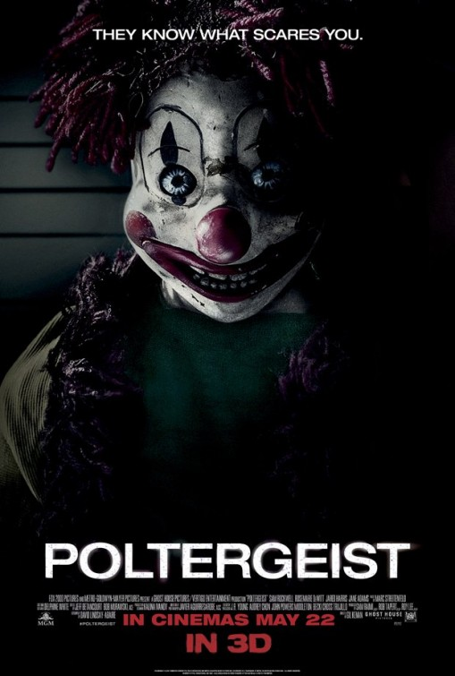 Boneco palhaço aterroriza no novo poster de Poltergeist: O Fenômeno