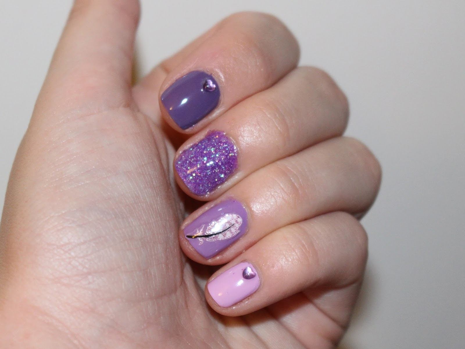 LILAC OMBRE FEATHER NAILSOHHH AND GLITTER