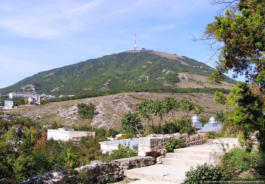 Вид на гору Машук со склона горы Горячая в Пятигорске