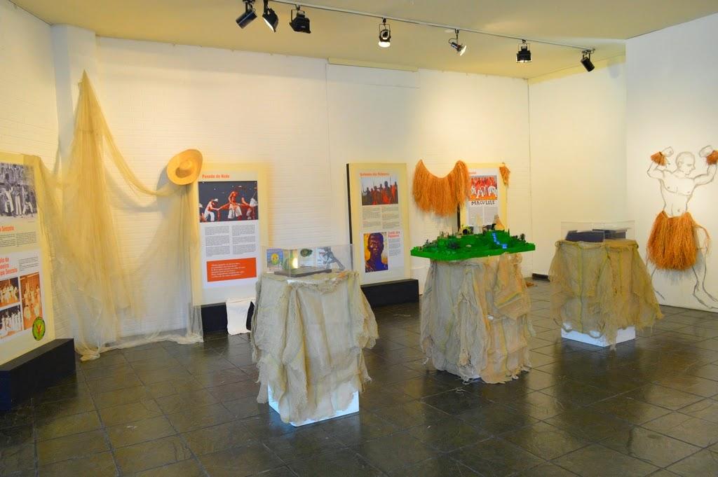 A exposição sobre capoeira conta com paineis, objetos e curiosidades