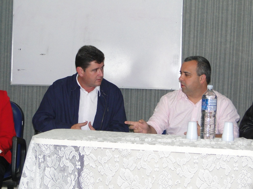 Prefeito Arlei e vereador Maurício Lopes, presidente da Câmara: reunião discute nova gestão dos PSF's