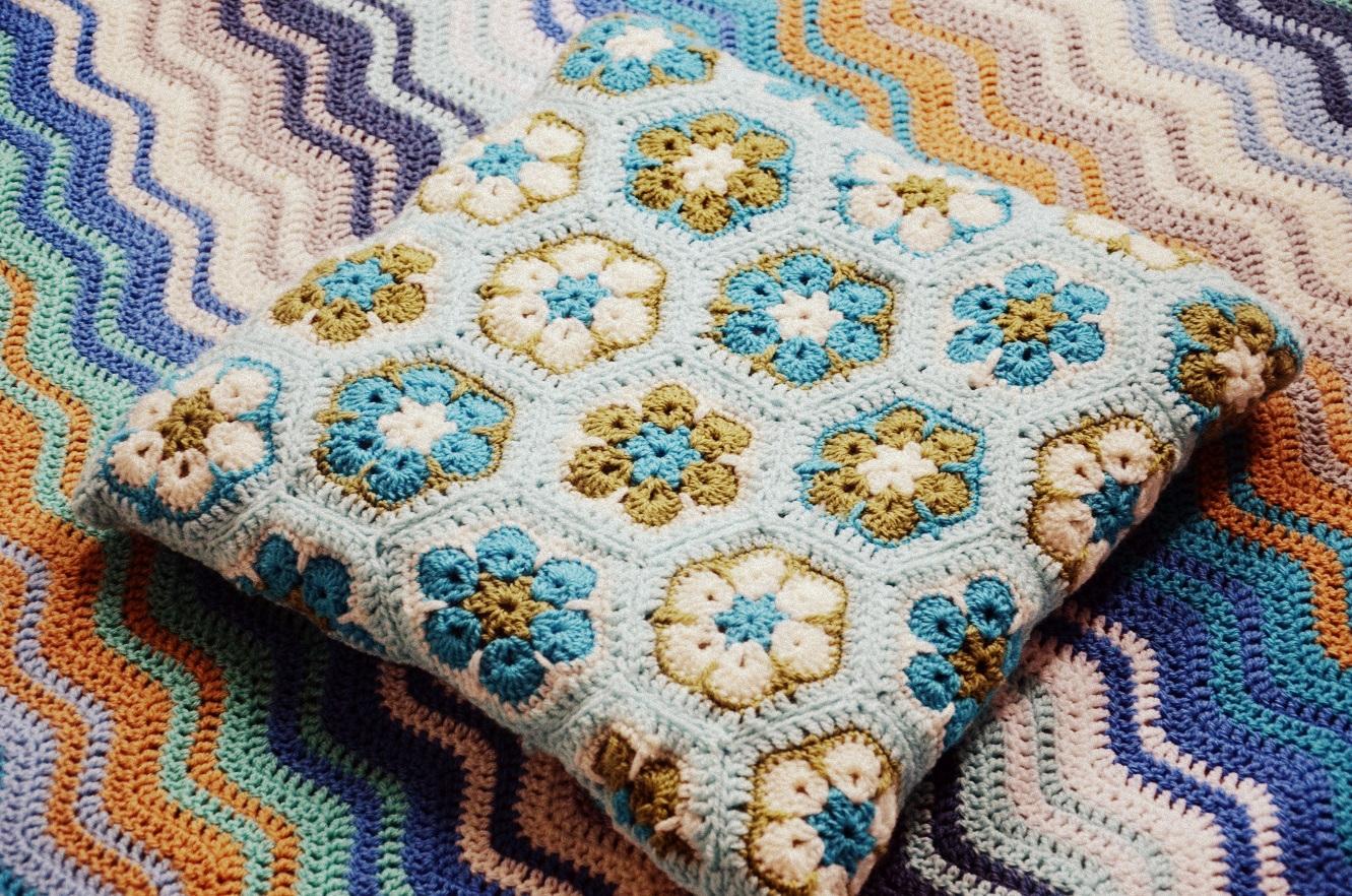 Diaper Mum: African Flower Cushion