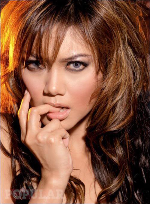 Bella Saphira Hot Modelling