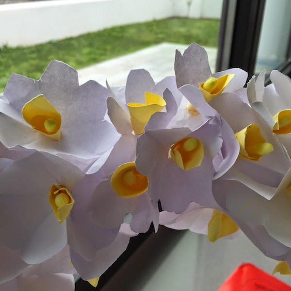 manualidades con niños flores de papel