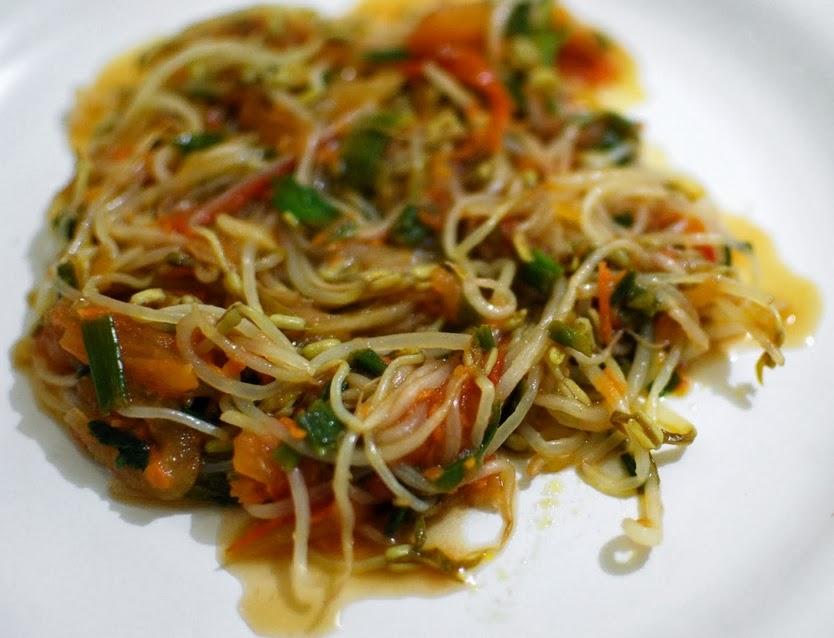 Salada de Broto de Feijão (vegana)