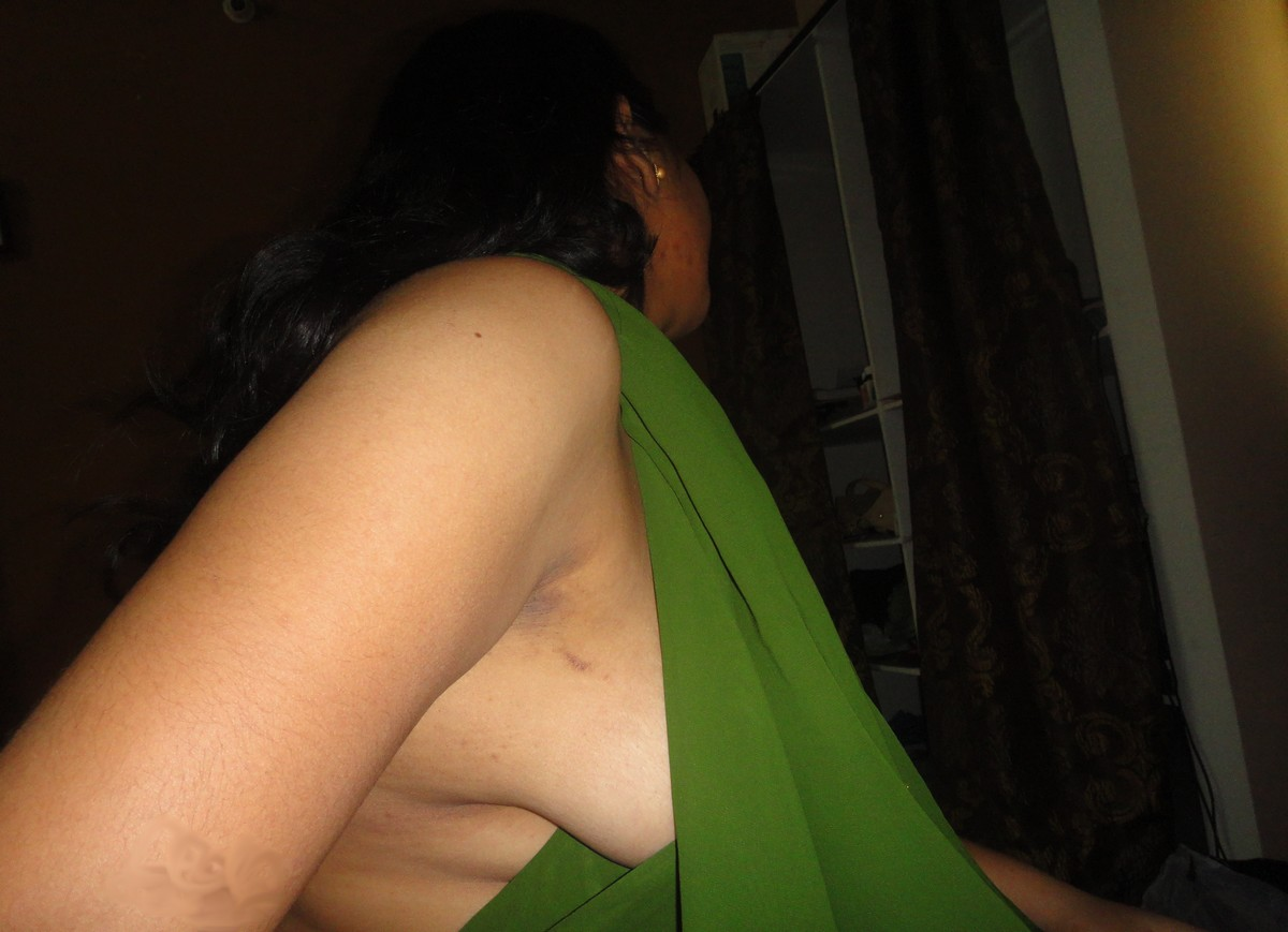 Hot Indian Girl Friends..: indian wife in saree down blouse
