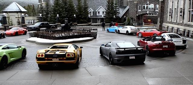 スーパーカー軍団が雪の降るカナダを走る!