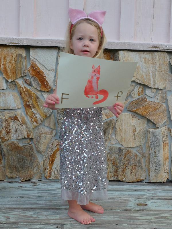 Big F, little f...what begins with F, Fox foot print art, fox craft