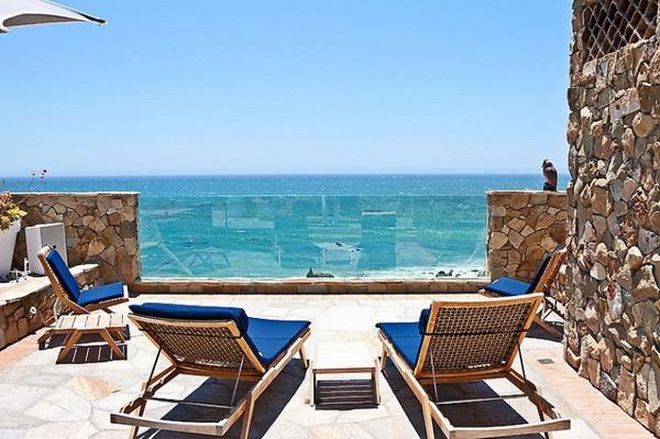 Rumah Puri Modern di Tepi Pantai