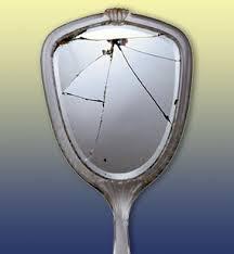 Bosquejos supersticiones y creencias populares - Que hacer si se rompe un espejo ...
