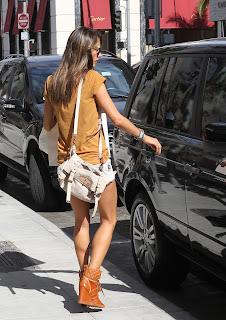 Alessandra Ambrosio opening her car door