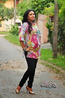 Muthu Tharanga black jeans