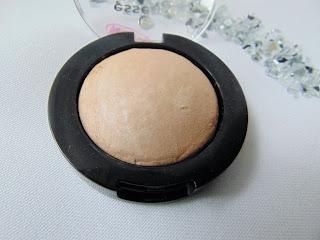 Essence - I love Nude Eyeshadow - 03 Crème Brûlée - www.annitschkasblog.de