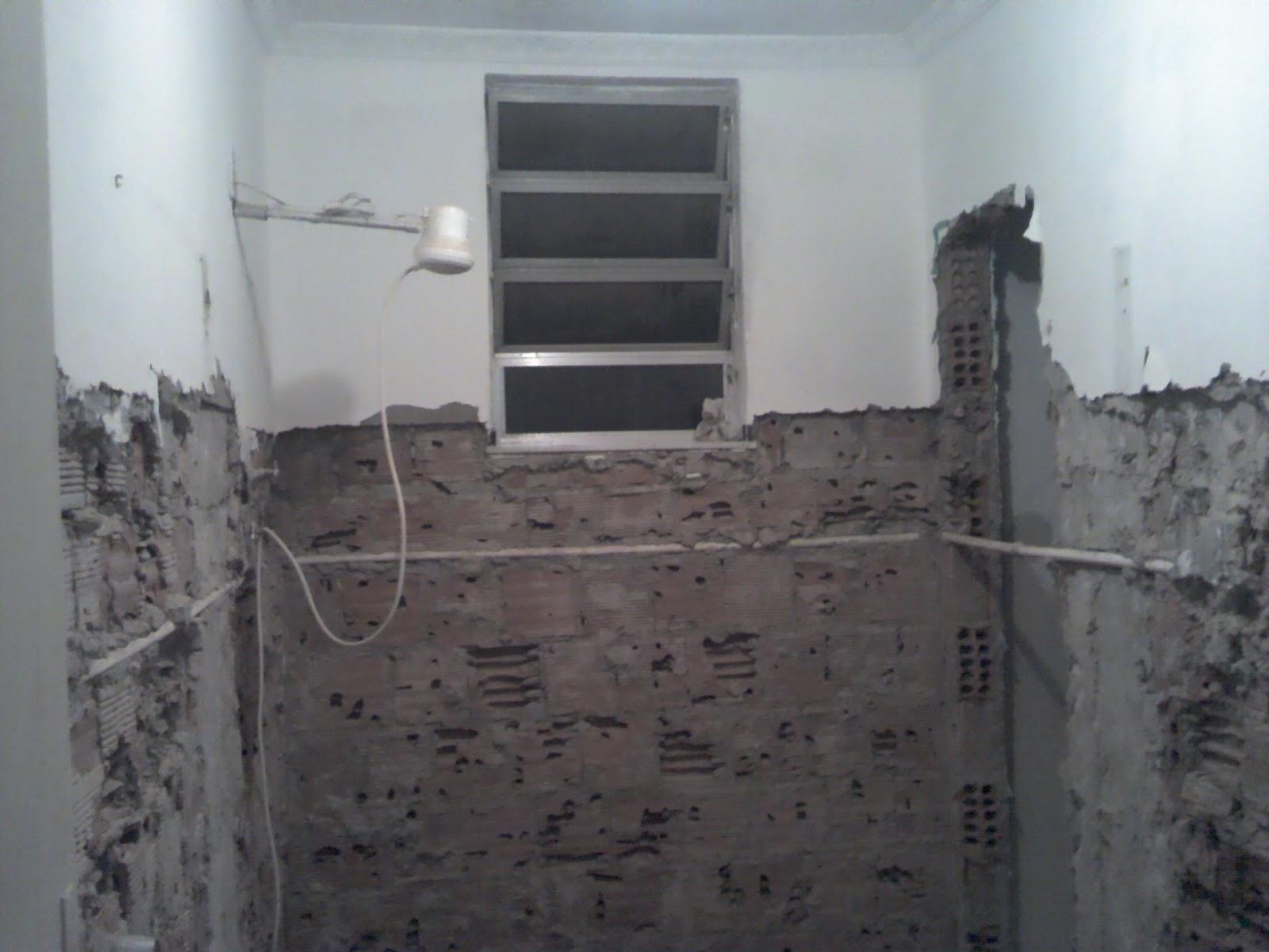 Reforma do Banheiro de 5m² (o durante) Um dia no Apê (a reforma)! #596A72 1600 1200