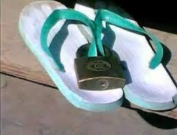 sandal jepit yang digembok