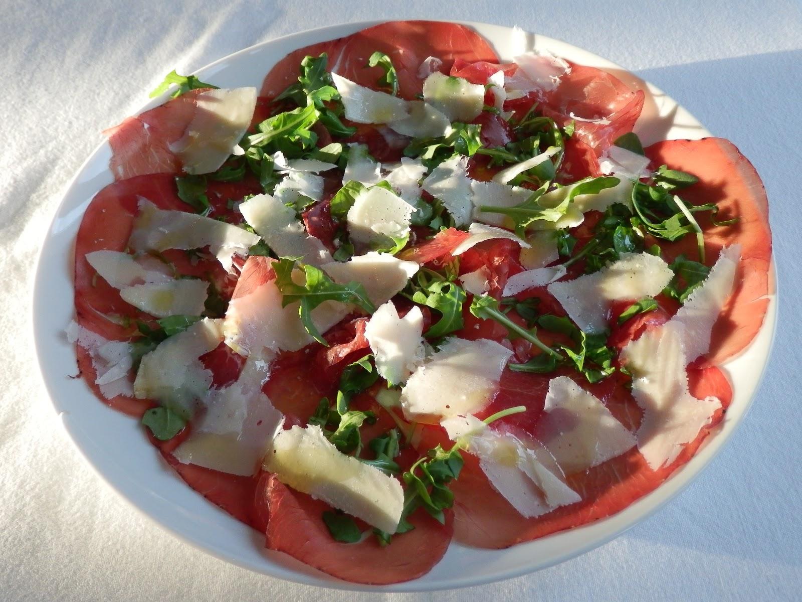 LEEKS & LIMONI: Bresaola, rocket and parmesan salad