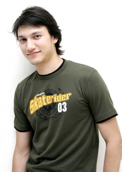 Christian Sugiono - Cowok Cakep Suami Titi Kamal