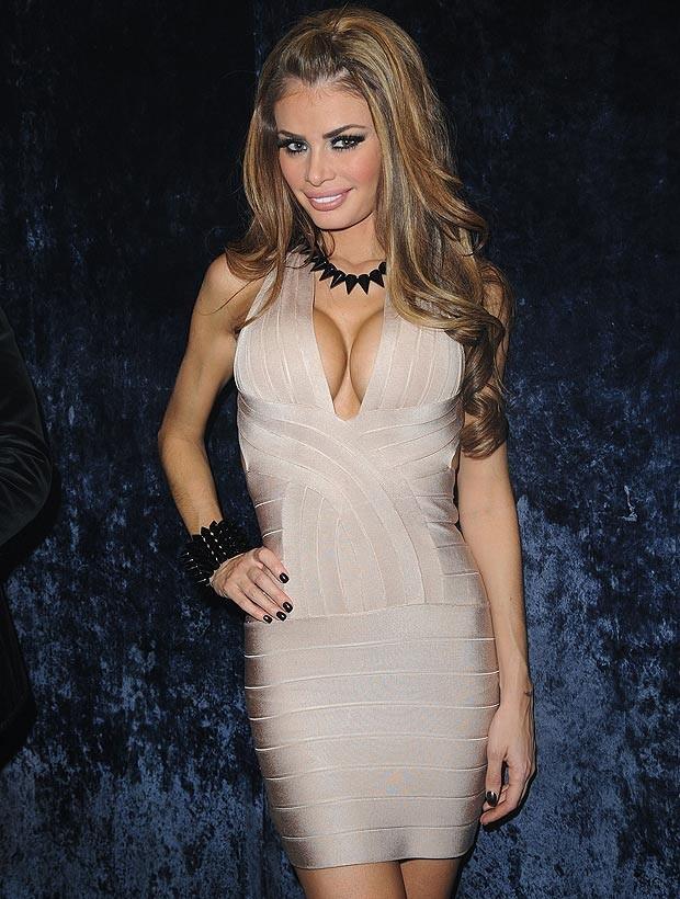 Top 15 Sexiest Women Celebrity Cleavage - Djuff