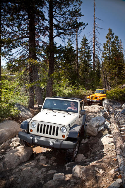 2012-Jeep-Wrangler-Unlimited-Action-02