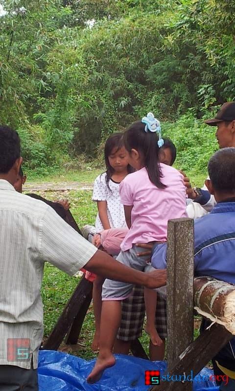 Serunya Pukul-Pukulan Bantal di Gunung Balikpapan - 17 Agustus 2013-2