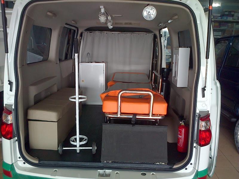 KaroseriSuzuki APV dimodifikasi menjadi kendaraan Ambulance model  title=