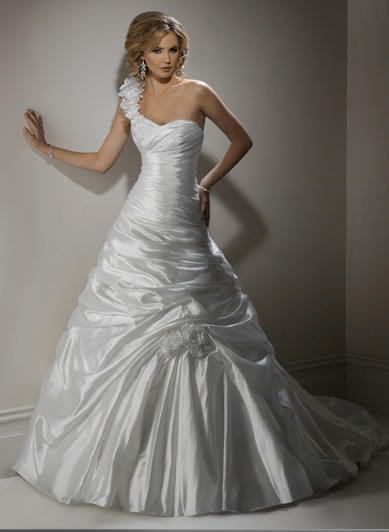 Key wedding dress trends to look out for in 2012 for Austin wedding dresses