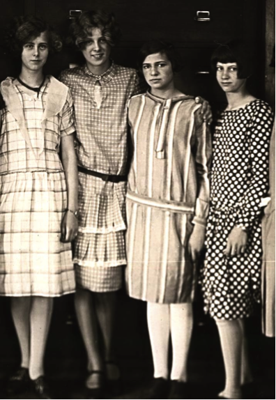 Womens fashion in the 1920s essay