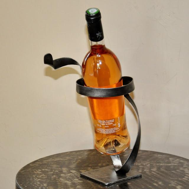 Cr ateur d 39 objets d co en fer forg bougeoirs luminaires porte bouteill - Range bouteille fer forge ...