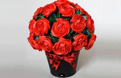Ramo de rosas con cupcakes. San Valentin.