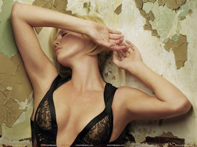 Charlize Theron Glamor Wallpaper