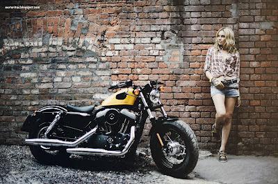harley-davidson-wallpaper-sportster-babe-biker-modelo
