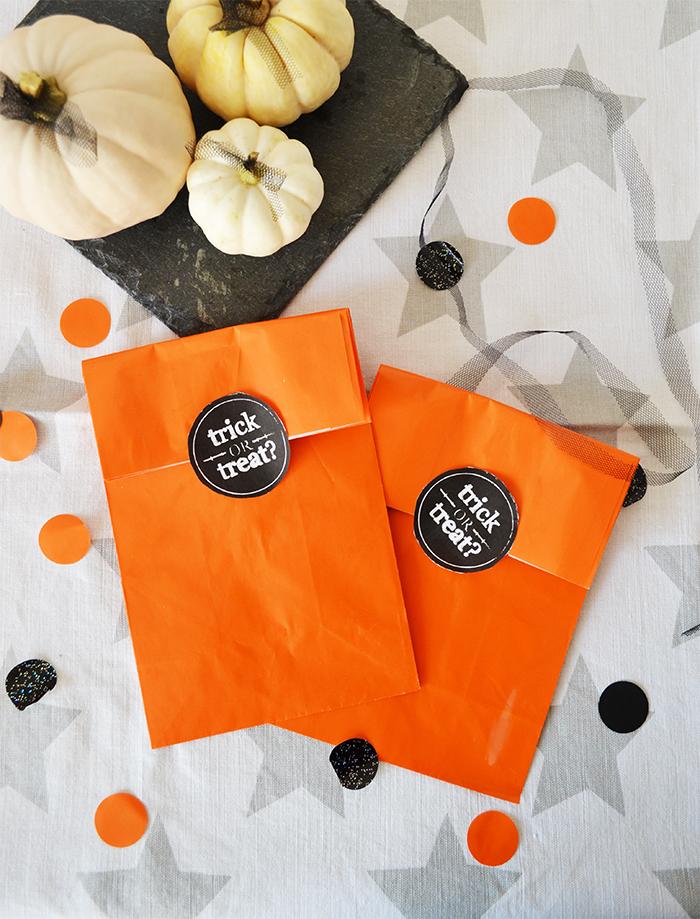 sacchettini pieni di dolci per dolcetto o scherzetto