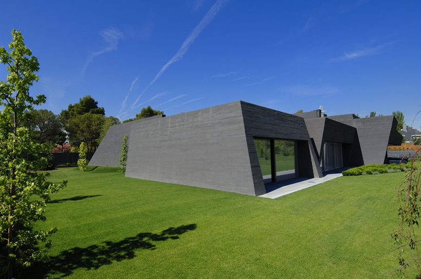 Black facade on Ultra Modern Concrete House by A-cero Architects