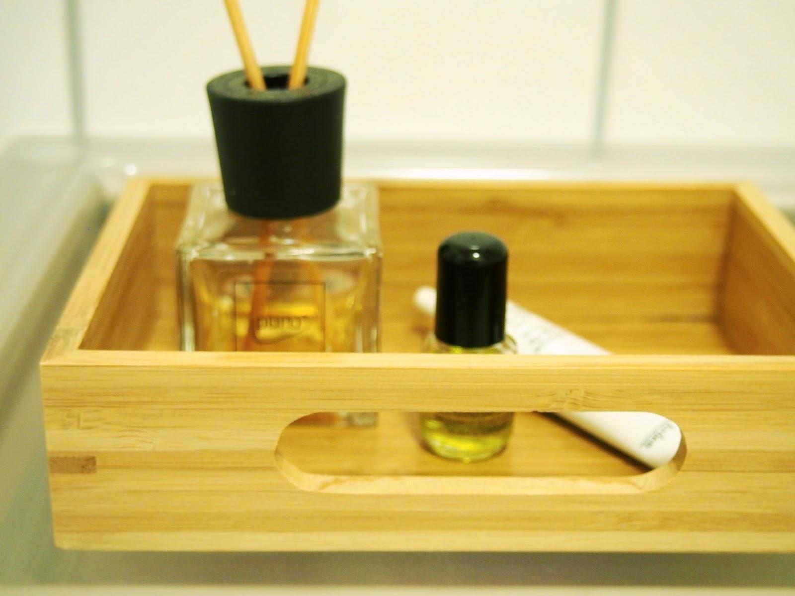 Huonetuoksu sopii vessaan paremmin kuin tuoksukynttilät ja pitää tilan raikkaana!