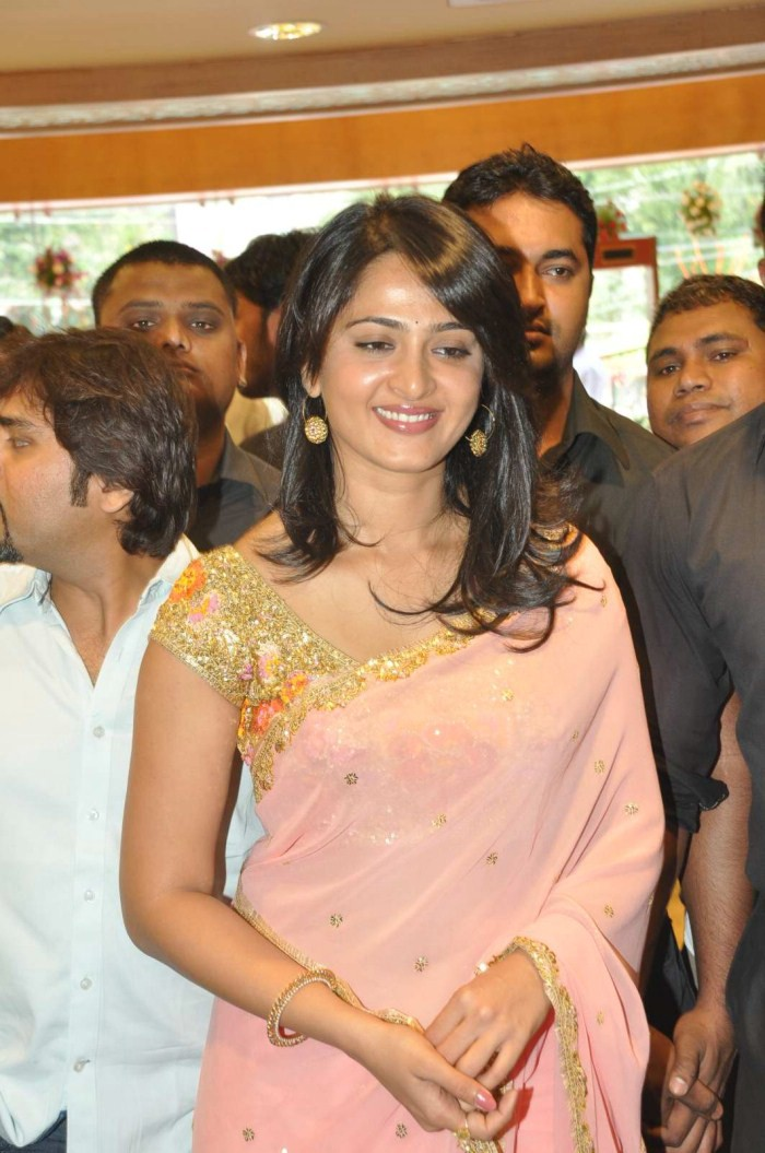 Anushka Shetty Cute Saree Stills
