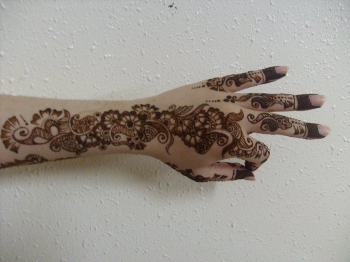 Mehndi Designs Please : Elegance of living mehndi designs
