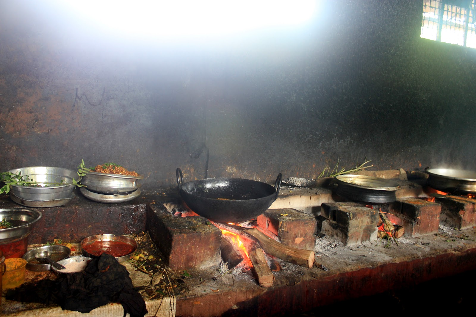 Kerala 2dolist the traditional kerala cooking using for Kerala traditional kitchen designs