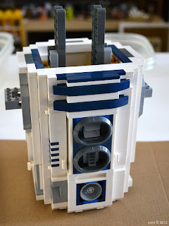 lego r2d2 - and only realising much later that I hadn't photographed the internal mechanism
