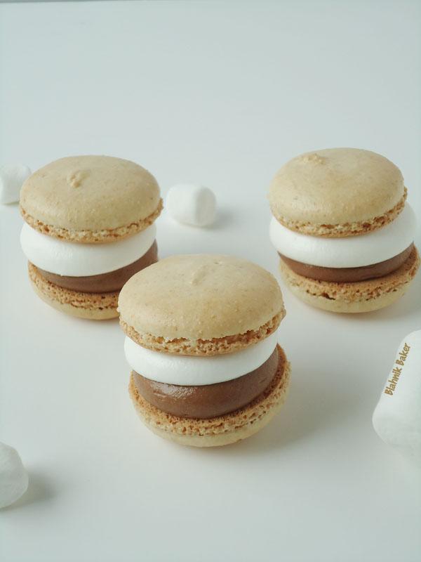 s'mores macarons | www.blahnikbaker.com