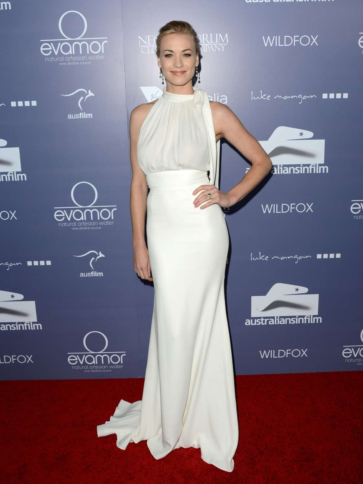 http://1.bp.blogspot.com/-YlnkTkKiVqY/T-yFoONAEsI/AAAAAAAAHM0/sdNwX_GRHIU/s1600/Yvonne+Strahovski+White+Dress+Australians+In+Film+Awards+&+Benefit+Dinner+05.jpg