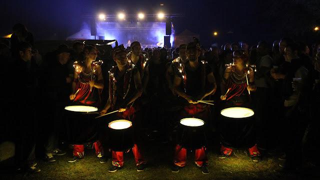 Le groupe de percussions samba Baladi en tournée pour les festivités de décembre pour de nombreuses animations de rue et concerts. La fanfare sera en Bretagne, Tourraine, Poitou Charentes, Normandie, Vendée, Pays de Loire
