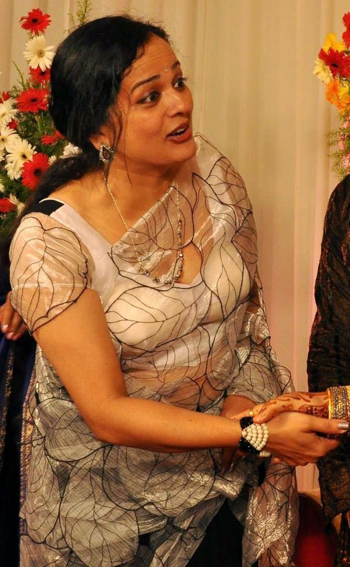vinduja menon old malayalam actress hot navel show photos