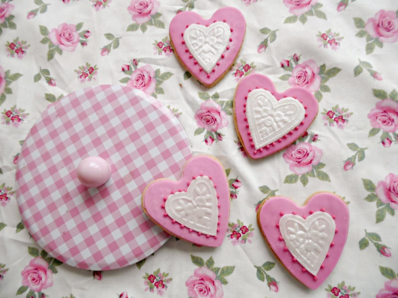 http://experimentando-enla-cocina.blogspot.com.es/2014/02/galletas-para-san-valentin-tutorial.html