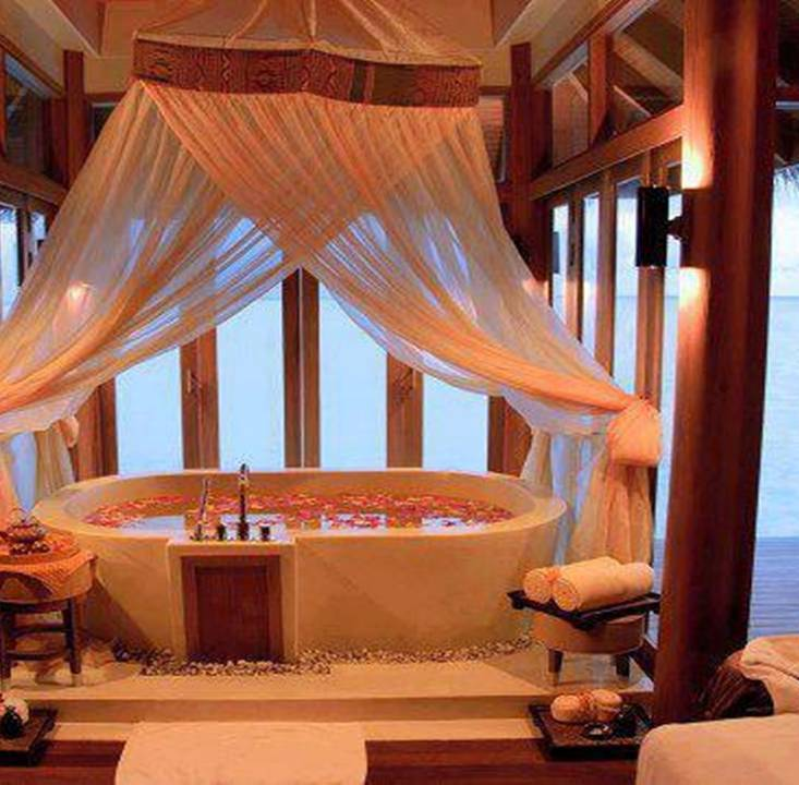 Jacuzzi In The Living Room: 15 Romantic Jacuzzi Suites