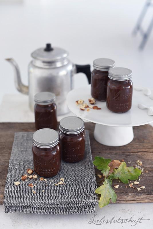Homemade Nussnougatcreme (vegan) und Nutellatorte.