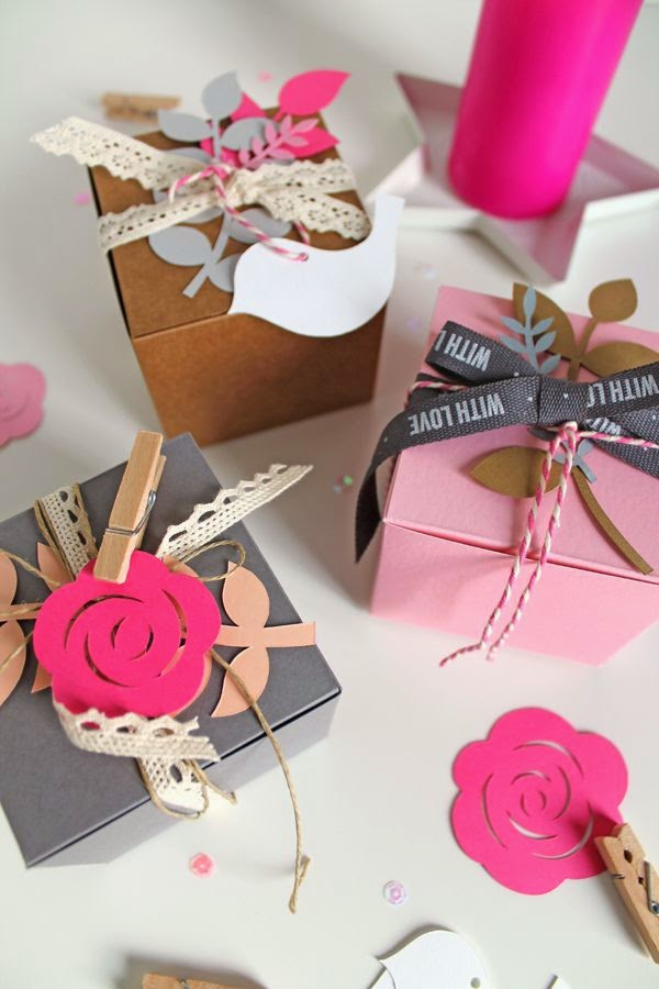 http://giochi-di-carta.blogspot.it/2014/11/wrapping-with-selfpackaging.html