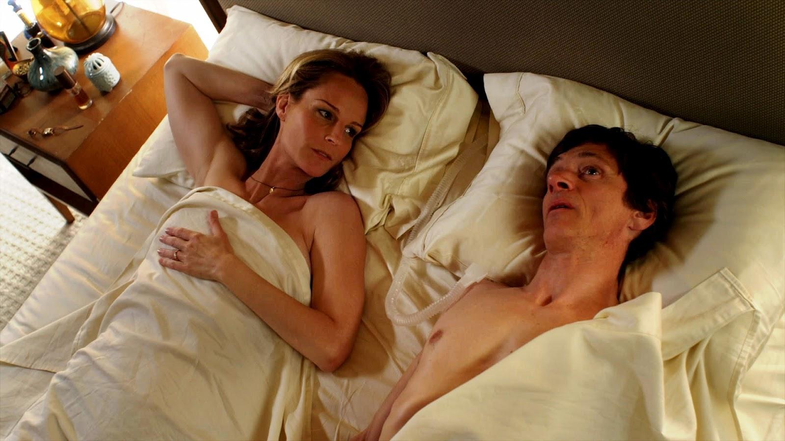 http://1.bp.blogspot.com/-YnGbEeSJ0XE/T3zmIhRoH4I/AAAAAAAACbc/qIPKIG-r2nk/s1600/The-Surrogate-John-Hawkes-Helen-Hunt-Nude-In-Bed-Sexy.jpg